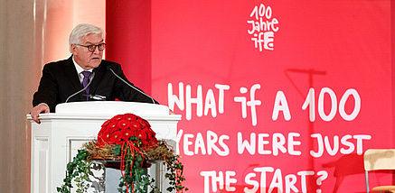 Steinmeier hält eine Rede im ifa