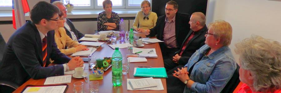 KDV-Vertreter mit Schuldirektoren am Bildungsministerium