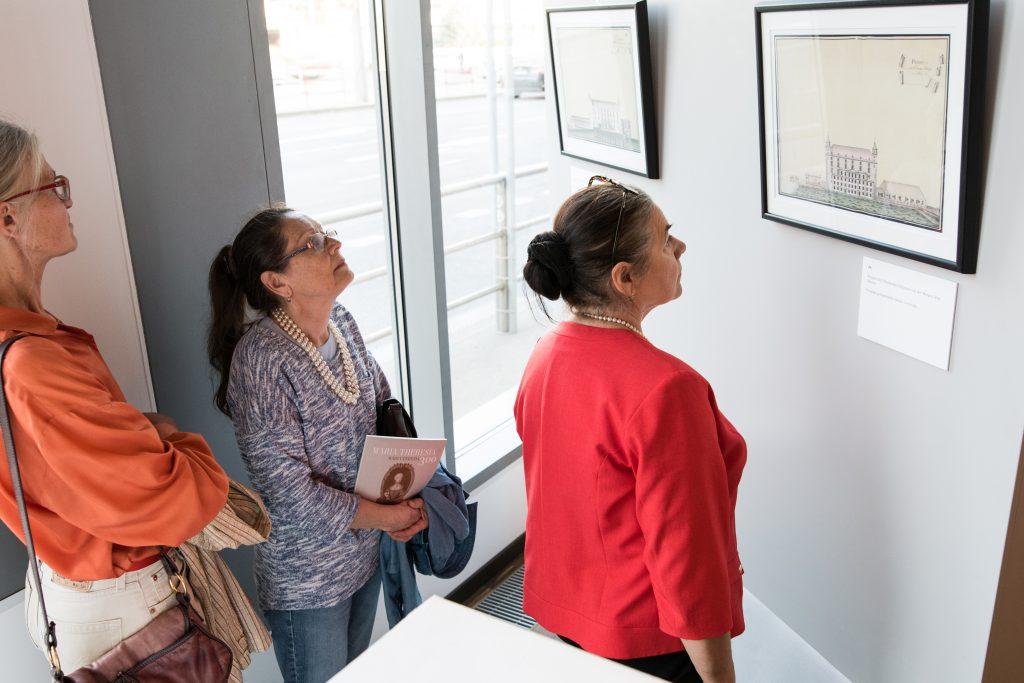 Besucher der Maria Theresia-Ausstellung