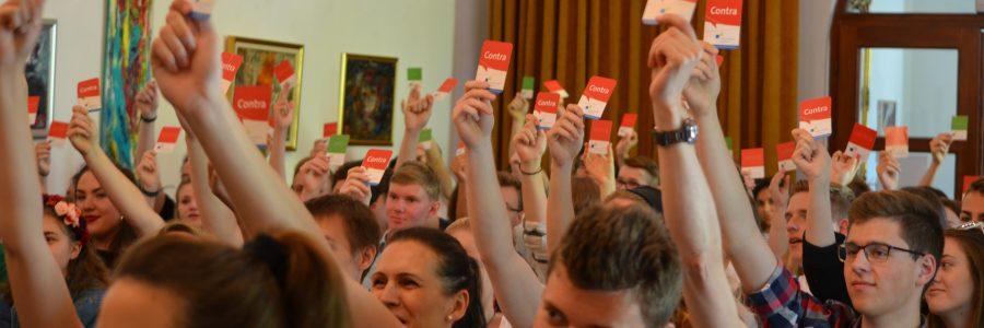 Publikum stimmt ab bei Jugend debattiert international