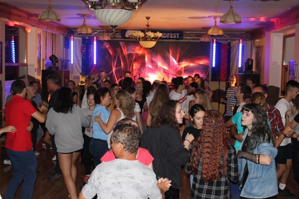 Tanz beim Jugendfest