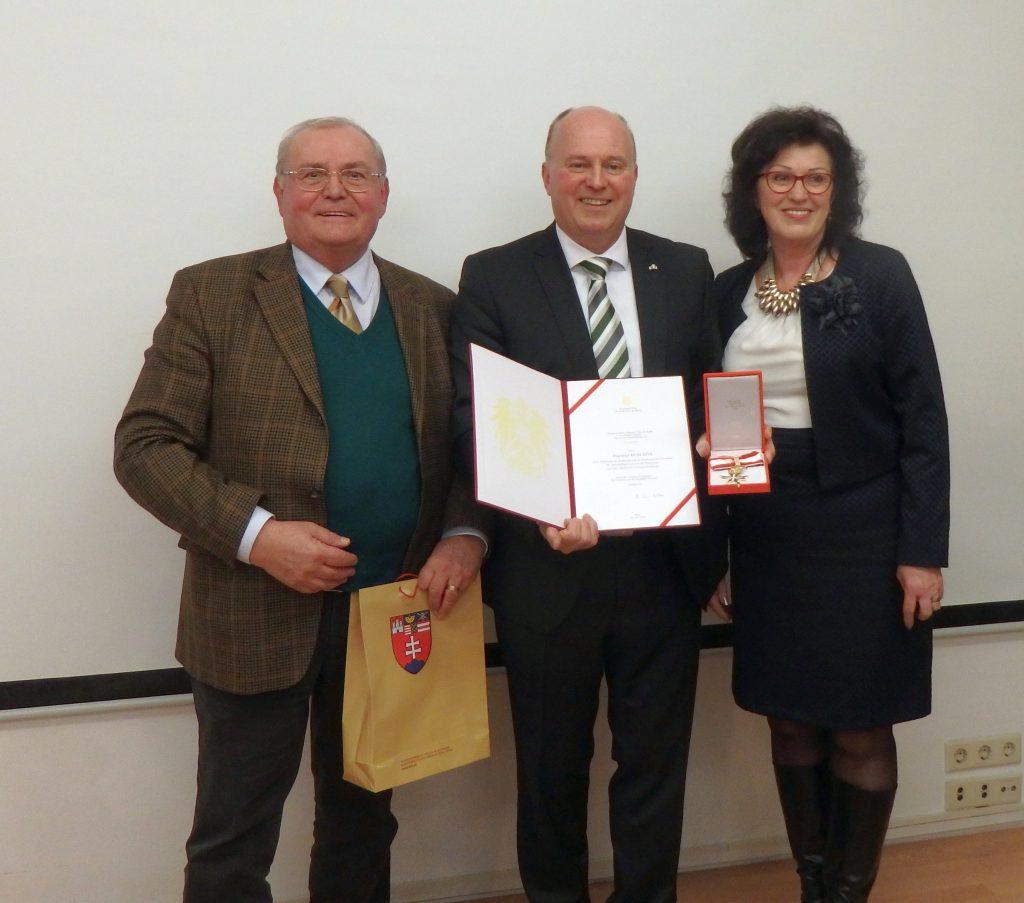 Hartmut Koschyk in Wien ausgezeichnet