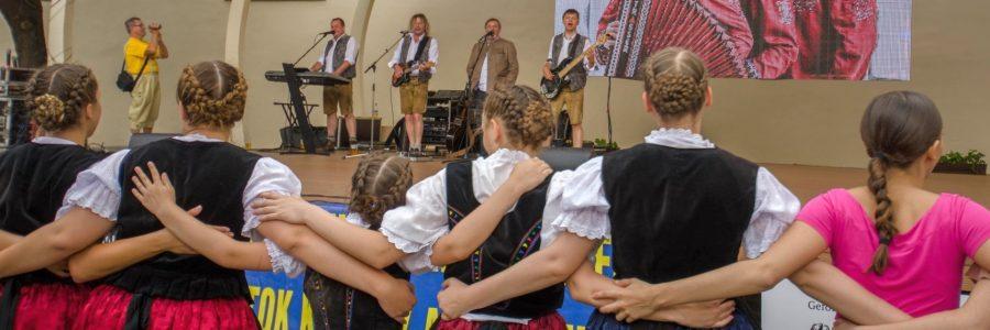 Die Haraster Jugend-Tanzgruppe beim Kultur- und Begegnungsfest der Karpatendeutschen nach Kesmark/Kezmarok