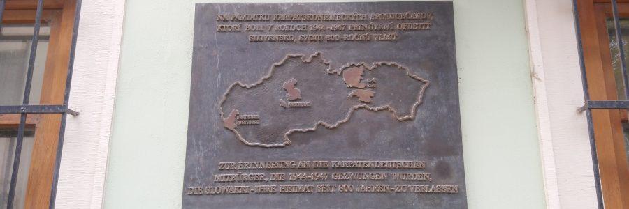 Denkmal am Museum der Kultur der Karpatendeutschen