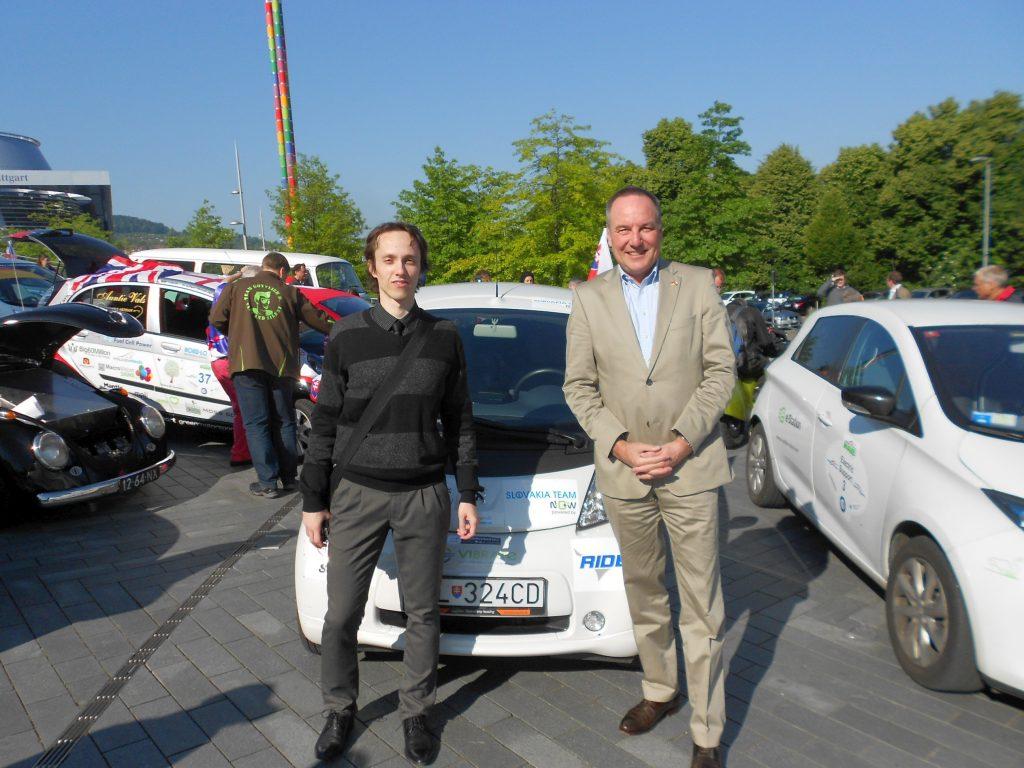 Peter Gajdoš und Christoph Goeser, der Honorarkonsul der Slowakischen Republik in Baden-Württemberg, beim WAVE-Weltrekordversuch im Mai 2014 in Stuttgart