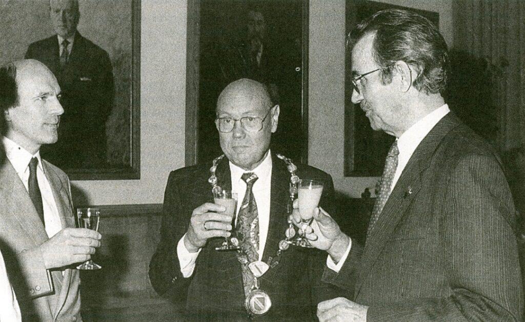 František Mikloško im Gespräch mit dem damaligen Oberbürgermeister der Stadt Karlsruhe Gerhard Seiler und dem damaligen Vorsitzenden der KdL Isidor Lasslob.
