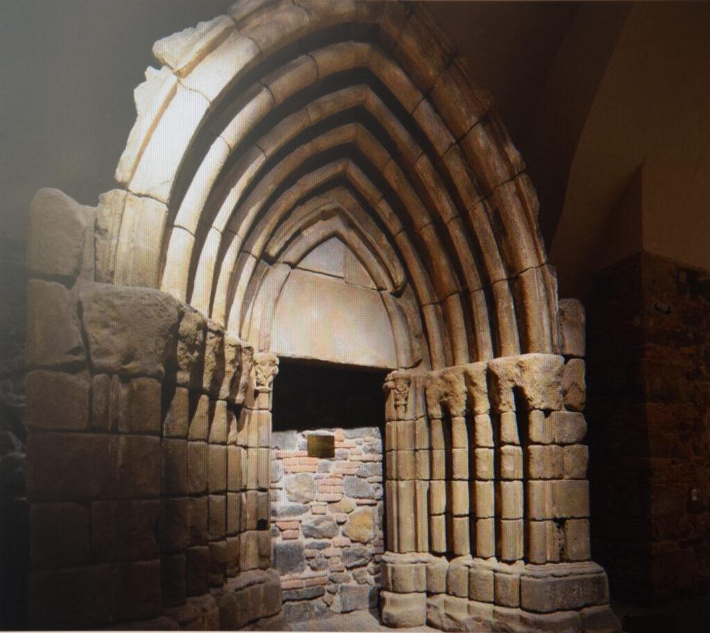 ruskinovce kirche portal