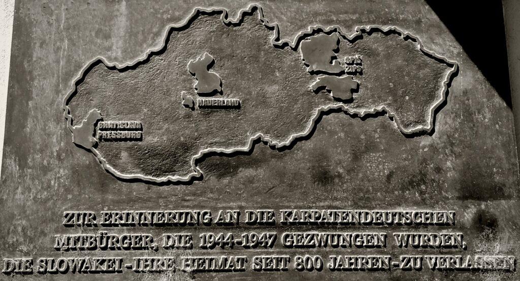 Gedenktafel vor dem Museum der Kultur der Karpatendeutschen in Pressburg