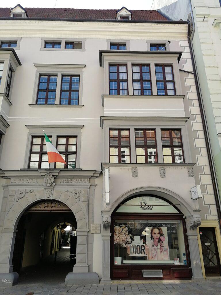Das ehemalige Wohnhaus der Familie Segner in Preßburg