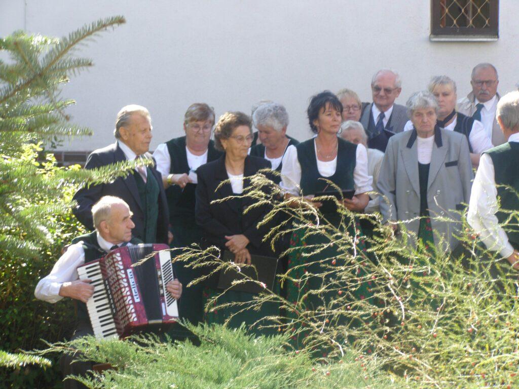 Sängerchor am Ratzenberger-Denkmal